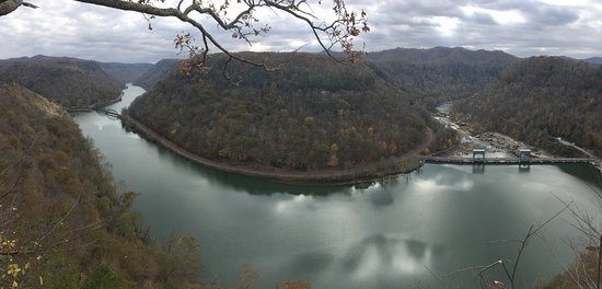 Ansted, WV: Pano of the riverbend.