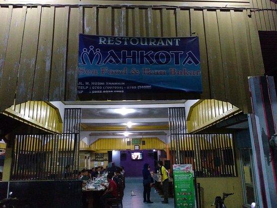 Dumai, Indonesia: mahkota Seafood and Ikan Bakar