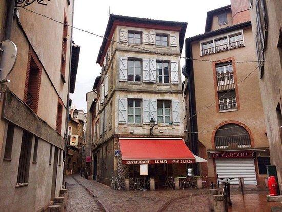 La serveuse au top picture of restaurant le may for Restaurant le miroir toulouse