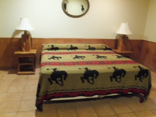 Mayan Dude Ranch : King size bed