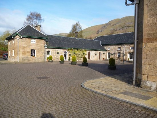 Tillicoultry, UK: Front of hotel