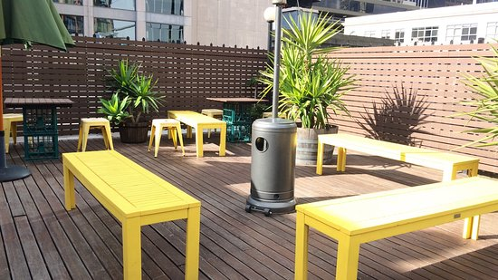 Pensione Hotel Melbourne - by 8Hotels: Clean neat court yard with a skyline view.