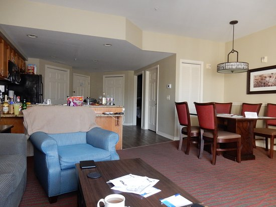 Wyndham Branson at The Meadows: Kitchen, Dining Area and partial Living Room