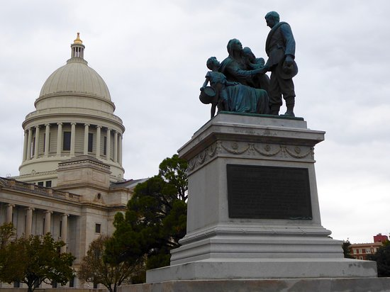 Arkansas State Capitol: Monument to the Women of the Confederacy north of the capitol building