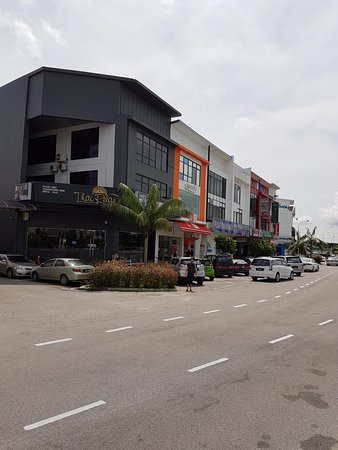Johor Bahru District, Malaysia: Shops with local eating delights located outside the Mall