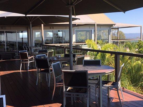 Clear Mountain, Australien: Verandah outside Lakeview Restaurant