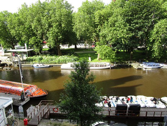 Hampshire Hotel - Amsterdam American: View of the beautiful Canal from our room