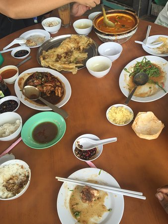 Muara Tebas Seafood Restaurant : Had lunch with customer the fish curry is the highlight of this restaurant. Good quality chinese