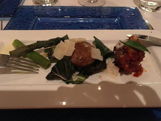 Maurizio Restaurant: Starter platter with asparagus, mushroom and met ball