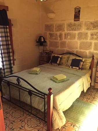 Gharb, Malte : Main bedroom