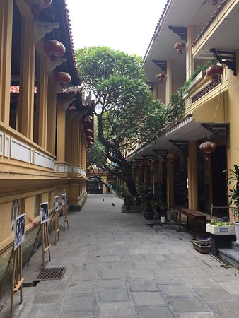 Ambassador's Pagoda (Chua Quan Su) : photo4.jpg
