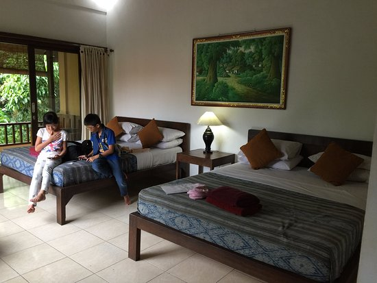 Jati 3 Bungalows: Very spacious Deluxe Family Room with the balcony facing the river outside.