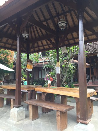Jati 3 Bungalows: One of our favorite spots in having our breakfast, and looking through the swimming pool in the