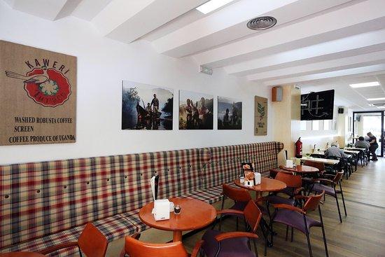 Decoracion Moderna Y Agradable Picture Of Saudade Cafe Bar