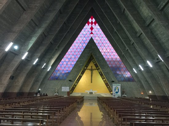 Benguela, Angola: Inside the church