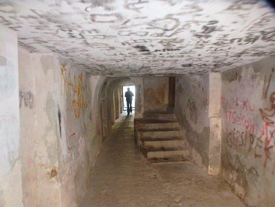 Moravia, Czech Republic: Переходы между домами и улицами