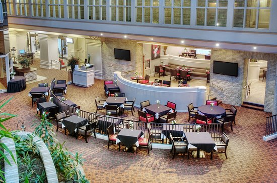 Delta Hotels by Marriott London Armouries: Atrium