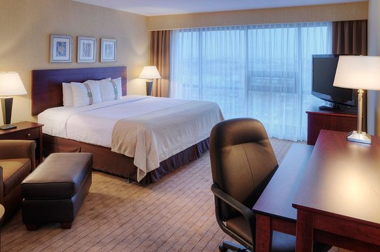 Holiday Inn Toronto Airport East: King Bed Guest Room
