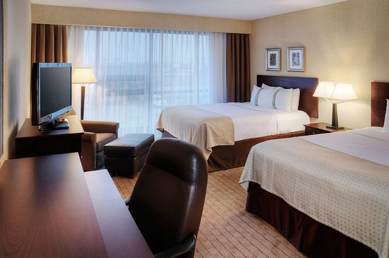 Holiday Inn Toronto Airport East: Queen Bed Guest Room