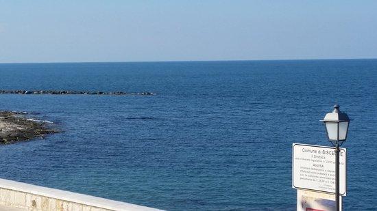 """Bisceglie, Italië: Spiaggia """"La Grotta"""""""