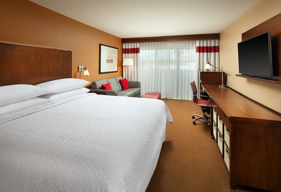 Four Points By Sheraton Phoenix South: Standard King Guest Room