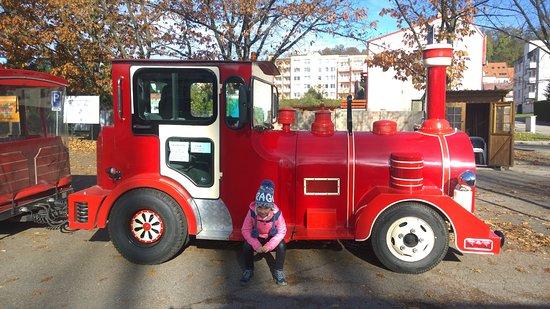 """Богемия, Чехия: """"Красная машина""""- вас довезет до замка"""