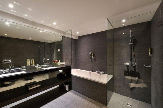 Hotel Vitznauerhof: Badezimmer Suite Mit Seeblick