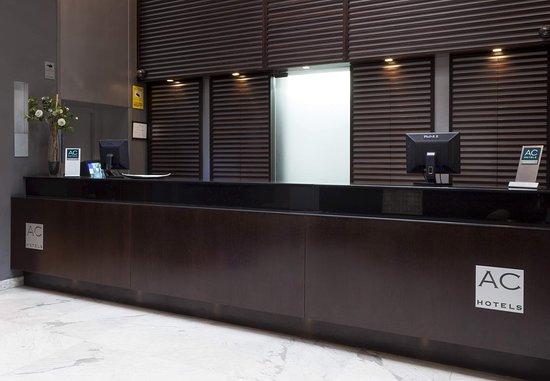 AC Hotel Ciudad de Sevilla: Reception Desk