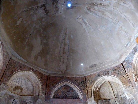 Uzgen, Kirgisistan: Kuppel im zentralen Mausoleum