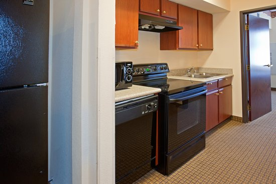 Holiday Inn Express Houston Bush Intercontinental Airport East: Humble Bush Airport  Full Size Kitchen
