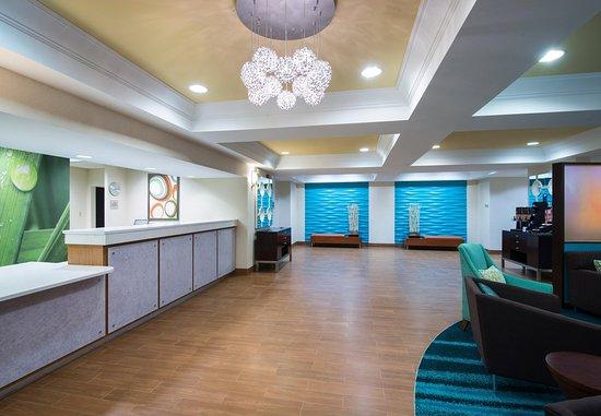 SpringHill Suites Williamsburg: Front Desk