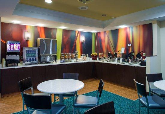 SpringHill Suites Williamsburg: Breakfast Buffet