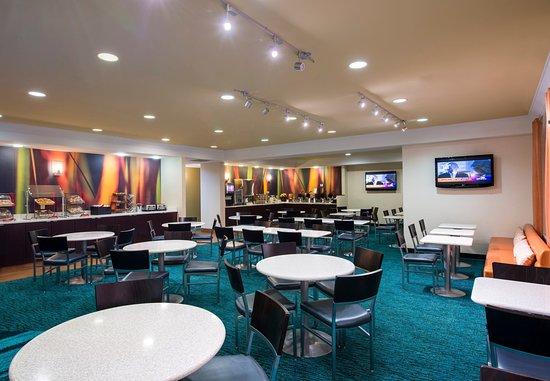 SpringHill Suites Williamsburg: Breakfast Dining Area