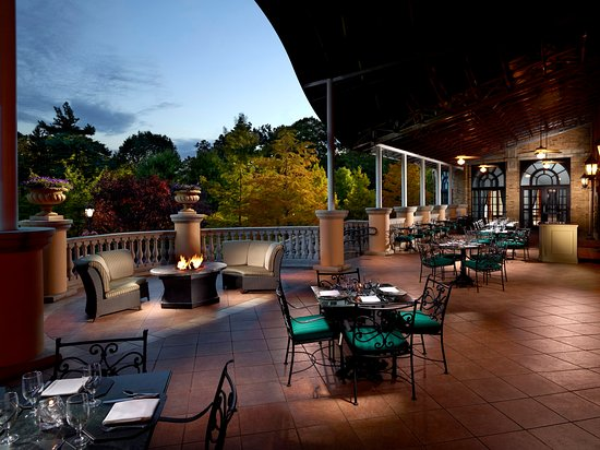 Omni Shoreham Hotel: Terrace