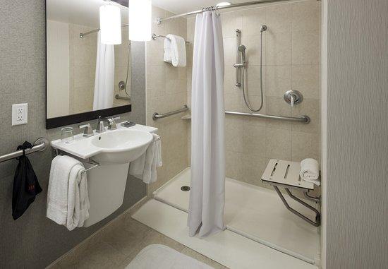 Fairfax, VA: Accessible Guest Bathroom