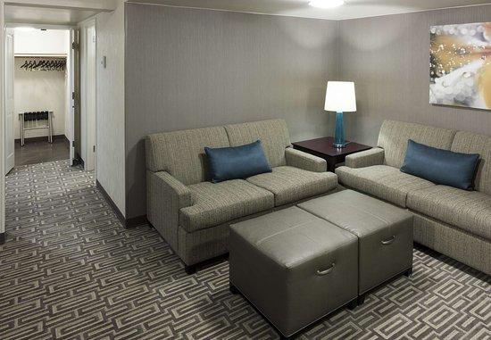 Fairfax, VA: Junior King Suite – Living Area