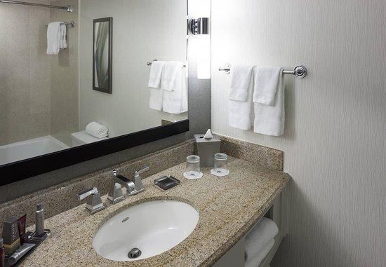 Fairfax, VA: Suite Bathroom