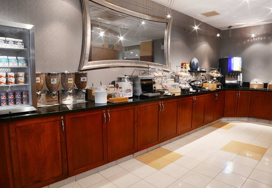 SpringHill Suites Dulles Airport: Breakfast Buffet