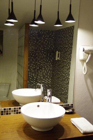 Rova Hotel: 洗面台