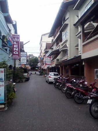 Thipurai Beach Hotel: Отельная улочка