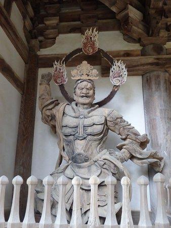 Kora-cho, Japón: 二天門の仁王像
