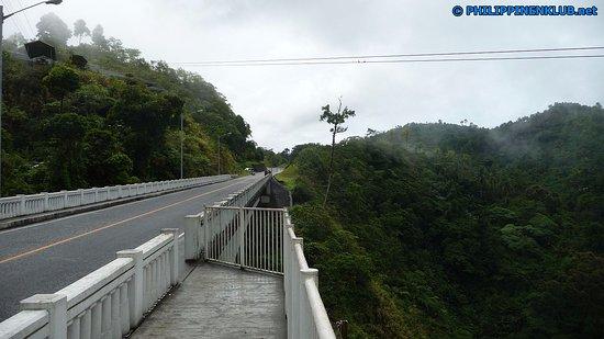 Die Agas-Agas Brücke gesehen in Richtung Sogod fahrend.