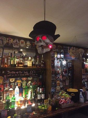 Ambleside Tavern: Amazing decorations over Halloween!