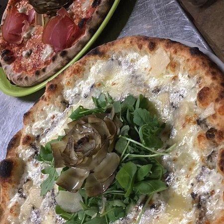 Bettolle, Italien: Pizza ... Carciofi rucola tartufo e scaglie di grana !!!!