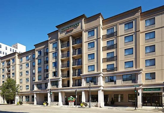 Courtyard milwaukee downtown wi updated 2016 hotel for Five star hotels in milwaukee