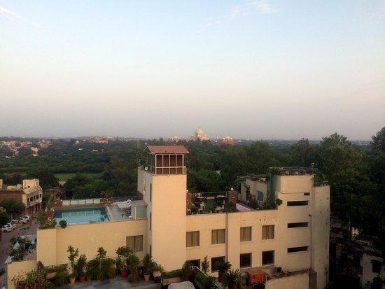 Hotel Taj Resorts: View of Taj Mahal from hotel rooftop