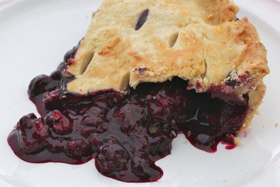 ไฮเนิร์ตสบูร์ก, แอฟริกาใต้: Delicious blueberry pie made on the farm