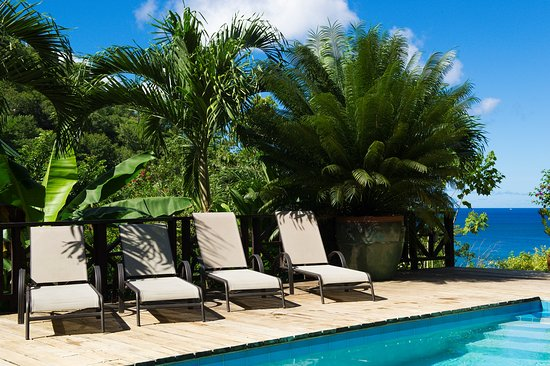 Marigot Bay, St. Lucia: Salt water pool.....and the secluded cove, a 3 min. walk from the villas