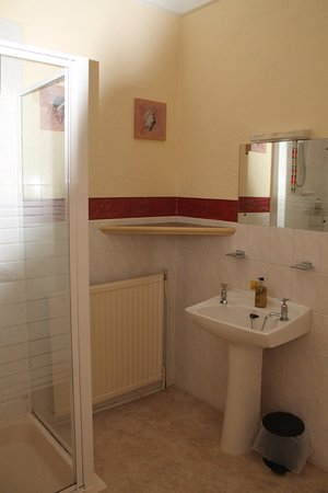 Heathcliff House: Superior Double Room Bathroom