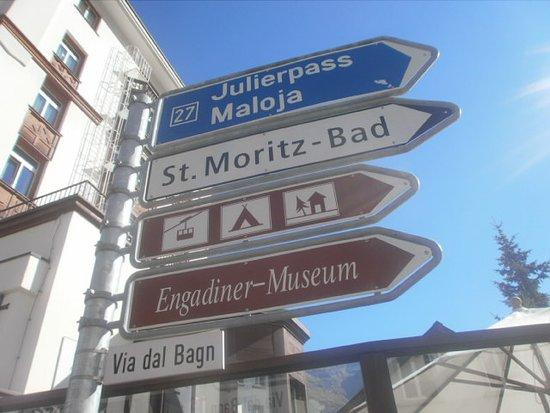 Saint-Maurice, Switzerland: carteles señalizando
